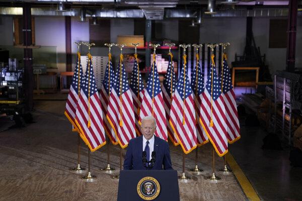 Joe Biden v tesárskom učilišti.