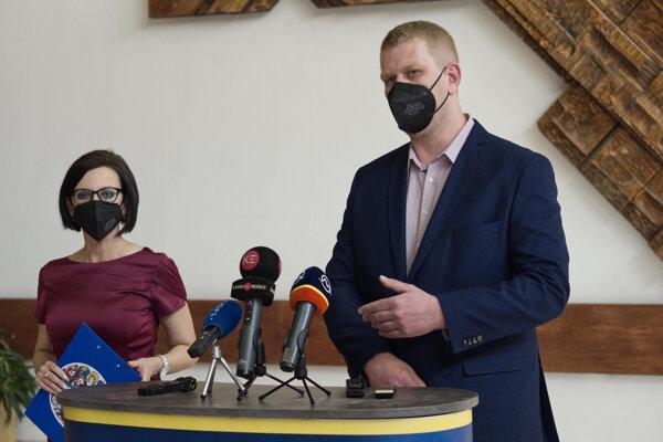 Viceprimátorka Lucia Gurbáľová a hovorca STA Dušan Tokarčík.