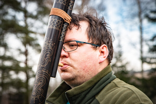Lukáš Veselovský sa vo voľnom čase venuje výrobe fujár. Je to pre neho vyslovene koníček.