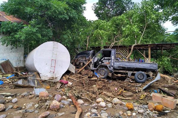 Prívalové dažde vo východnej Indonézii a susednom Východnom Timore si vyžiadali množstvo obetí.