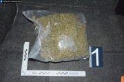 Polícia našla drogy v aute.