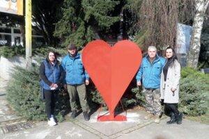 Od marca je vmeste Vráble veľké červené srdce na plastové vrchnáky.