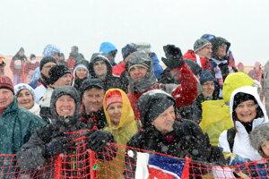 Divákov neodradilo ani nepríjemné počasie.