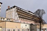 Budova je postavená tak, že všetky balkóny ustupujú, čo umožňuje mať v každej izbe dostatok svetla.
