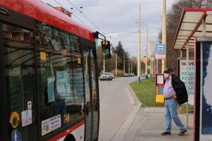 Podporný štrajk v Prešove. Vozidlá MHD jazdili podľa aktuálnych cestovných poriadkov.