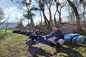 Jaroslav Stančák a Michal Badlík, členovia občianskeho združenia Trash Heroes Košice, chcú vzdelávať aj najmenšie deti a vysvetľovať im, že odpad na zem nepatrí.