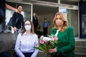 Šéfka Štátneho ústavu na kontrolu liečiv Zuzana Baťová a prezidentka Zuzana Čaputová.