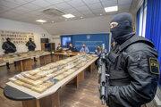 Chorvátska polícia predstavila zaistený kontraband kokaínu z Južnej Ameriky.