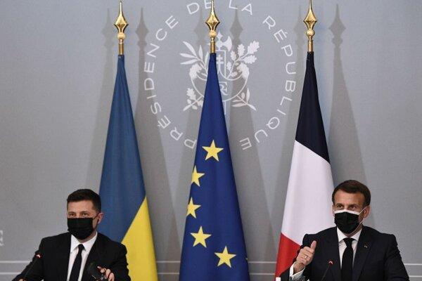 Prezidenti Francúzska a Ukrajiny Emmanuel Macron a Volodymyr Zelenskyj.