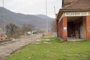 Nová cesta pôjde okolo starej železničnej zastávky
