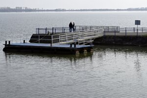 Mólo v prístave v rekreačnom stredisku Lúč na Zemplínskej Šírave.