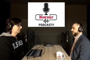 Tomáš Burger (vpravo) v podcastovom štúdiu.