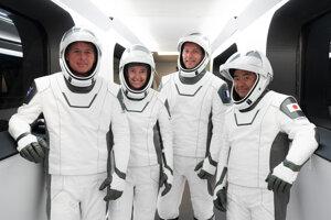 Posádka misie Crew-2.