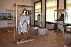 Výstava Zbrane a zbroj bronzovej doby vo Východoslovenskom múzeu sa predlžuje do leta.