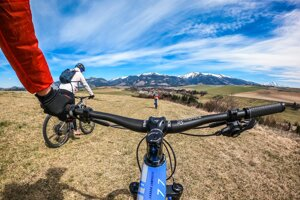 Predajca Majo Illéš radí, čo treba zvážiť pri výbere nového bicykla.