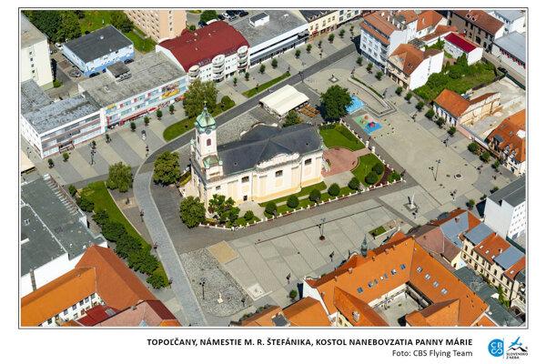 Pohľad na námestie v Topoľčanoch.