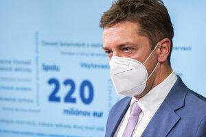 Minister dopravy Andrej Doležal (nominant Sme rodina).