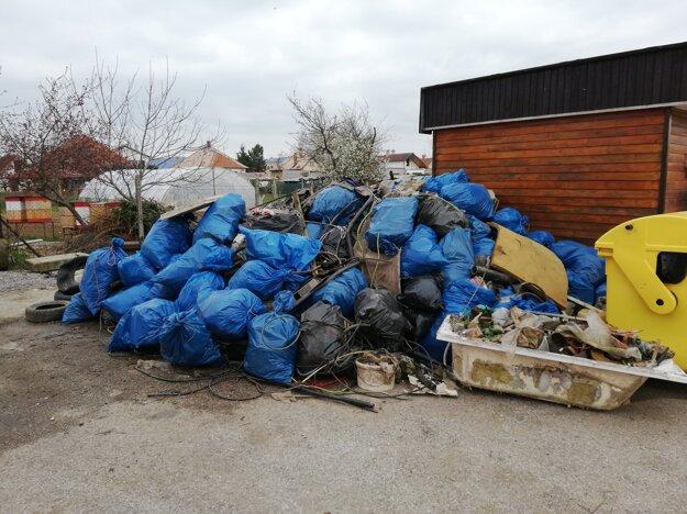 V Ludaniciach vyzbierali viac ako dvesto vriec odpadu.