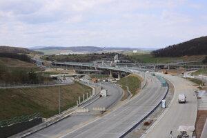 Najzložitejšia križovatka na Slovensku prepojí diaľničné úseky, rýchlostné cesty a miestne komunikácie. Prepojenie ciest I., II. a III. triedy tvorí spleť križovatiek.