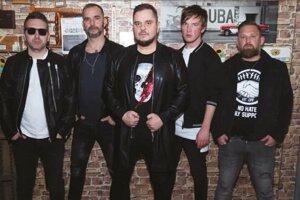 Po rokoch došlo v kapele  nezhodám, ktoré vyústili do odchodu niekoľkých členov.