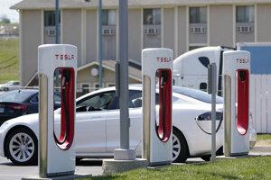 Elektromobil Tesla. Ilustračná fotografia.