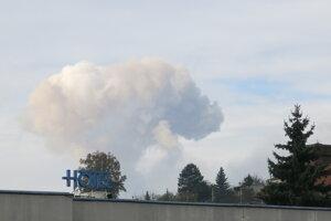 Dym z výbuchu muničných skladov v obci Vrbětice bolo vidno aj z radnice mesta Valašské Klobouky.