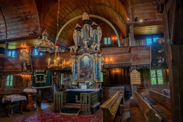 Kostol v Hronseku.