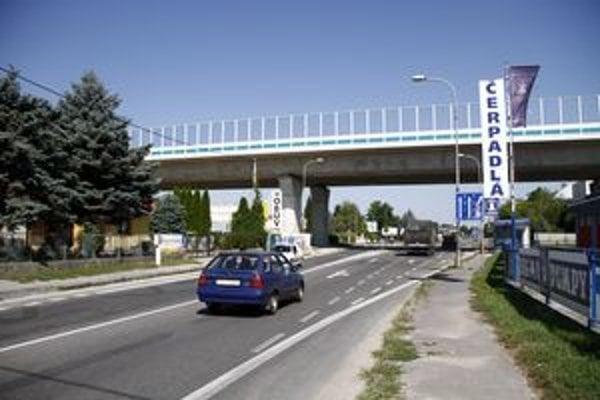 Novozámocká ulica v Krškanoch.