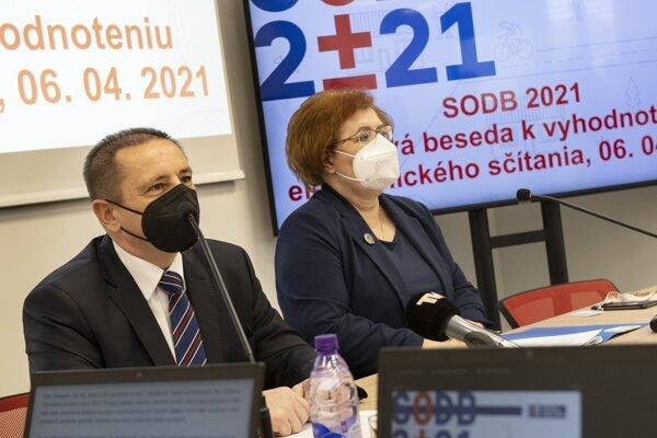 Predseda Štatistického úradu (ŠÚ) SR Alexander Ballek a generálna riaditeľka Sekcie sociálnych štatistík a demografie ŠÚ Ľudmila Ivančíková.