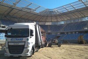 TITRANS a futbal, to šlo k sebe vždy, takto spoločnosť s tradíciou i kvalita pomáhala pri vzniku Národného futbalového štadióna v Bratislave.