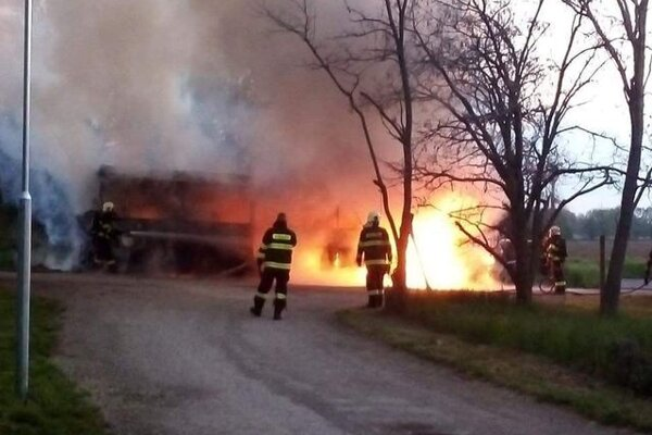 Požiar autobusu v Slovenskej Novej Vsi.