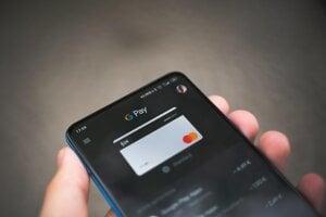 Google si začne peniaze pýtať čoraz častejšie.