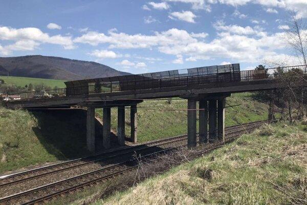 Moste je v zlom stave.