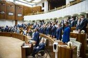 Poslanci Národnej rady SR počas rokovania 28. schôdze parlamentu