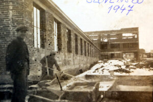 Rozostavaná fabrika v roku 1947.