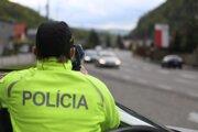 Policajti sa zamerali na dodržiavanie rýchlosti na cestách.