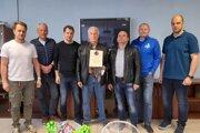 František Mrukvia starší (v strede) sa nezmazateľným písmom zapísal do histórie nášho hokeja.