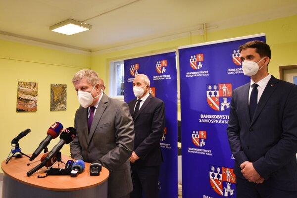 Minister zdravotníctva Vladimír Lengvarský ocenil prístup Banskobystrického samosprávneho kraja v pilotnom projekte mobilného očkovania.