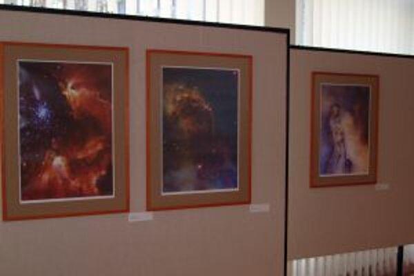 Výstava Mira Poláka Hviezdy trochu inak v KOS Nitra potrvá do 19. decembra.