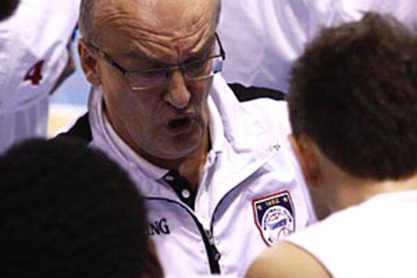 Tréner basketbalistov Nitry Ľubomír Urban oslávil v utorok 56 rokov. Víťazstvo nad Interom teda bol darček od jeho zverencov.
