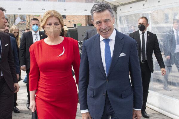 Prezidentka Zuzana Čaputová a bývalý dánsky premiér a bývalý generálny tajomník NATO Anders Fogh Rasmussen.