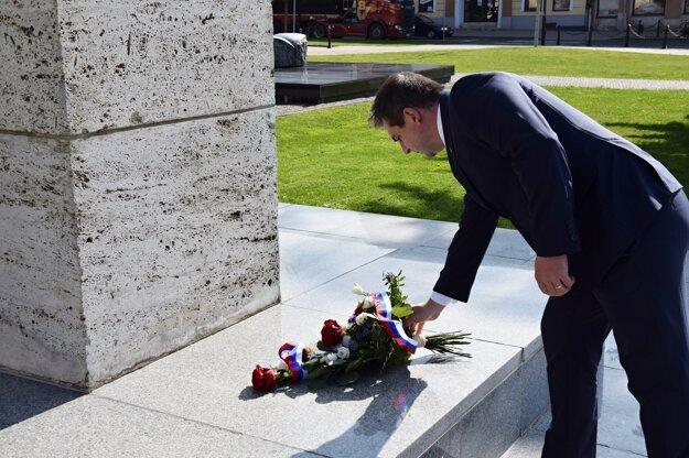 Na Štefánikovom námestí si pripomenuli 102. výročie tragického úmrtia M. R. Štefánika.