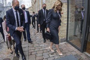 Prezidentka Zuzana Čaputová sa v rámci pracovnej cesty v Dánskom kráľovstve stretla so zástupcami Štátneho serologického ústavu. Na snímke s dánskym ministrom zdravotníctva Magnusom Heunickem.