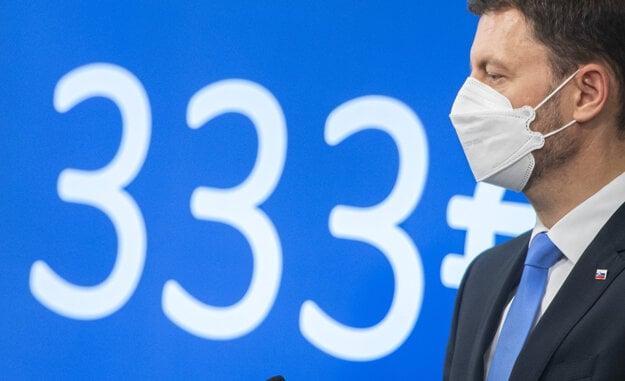 Premiér Heger vyhlásil, že rodiny v núdzi dostanú 333 eur na jedno dieťa.