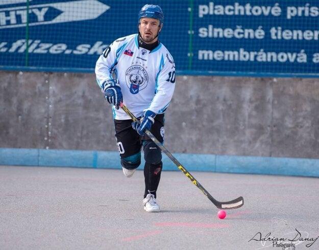 Marián Maxin je päťnásobným majstrom Slovenska v hokejbale.