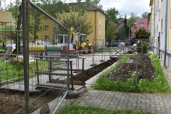 Výmena potrubia na Kukorelliho ulici.