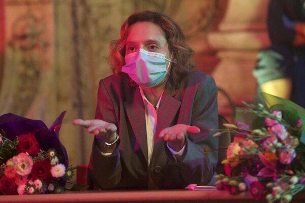 Katia Pascariu vo filme Smolný pich alebo hlúpe porno.