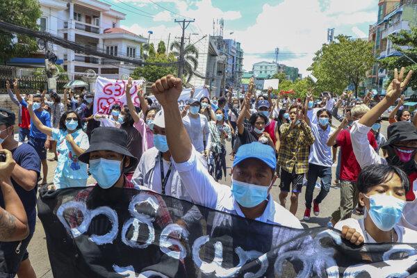Protesty proti vojenskej junte v Mjanmarsku.