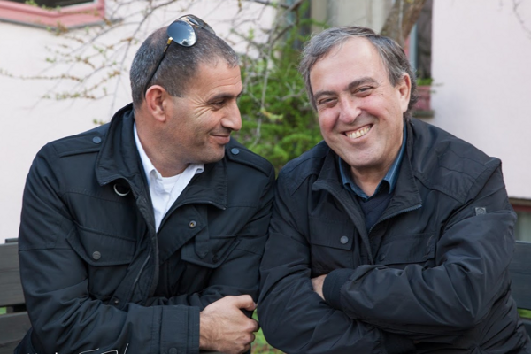 Izraelčan Rami Elhanan (vpravo) so svojim najlepším priateľom, Palestínčanom Bassamom Araminom.