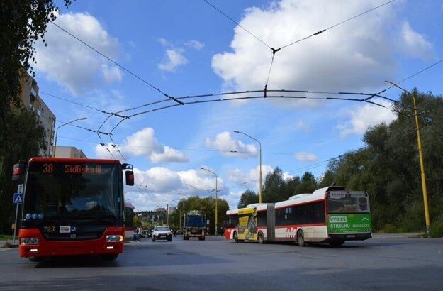 Prepojenie ulice Sibírskej a Pod Šalgovíkom má vyriešiť problém s provizórnym a dopravne nebezpečným obratiskom.